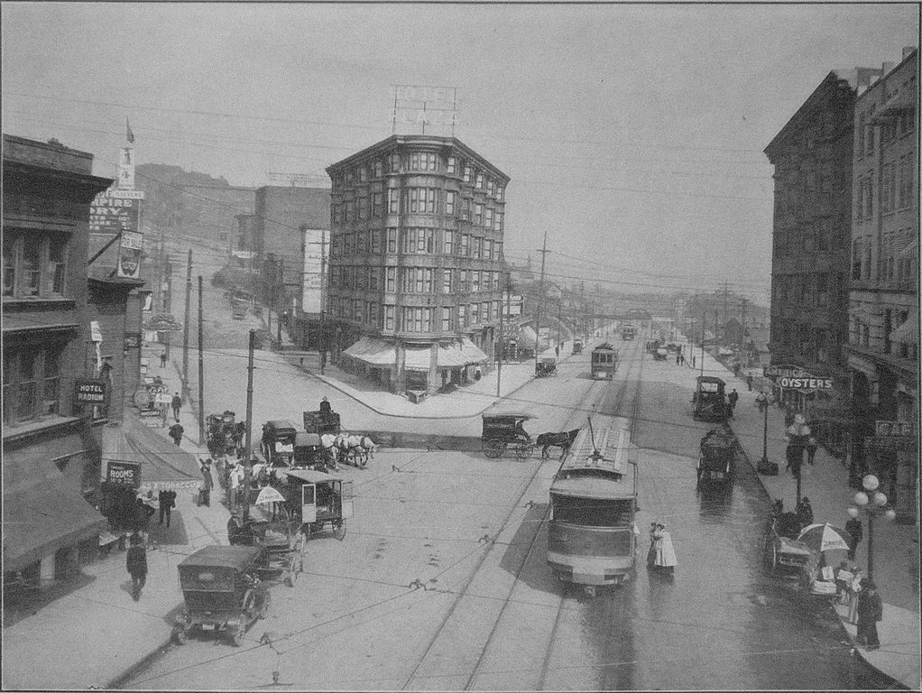 1022px-Seattle_-_Westlake_Boulevard_1909