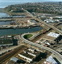 Aerial_view_of_Magnolia_Bridge,_Seattle,_2002