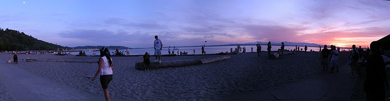 800px-Golden_Gardens_sunset_pano
