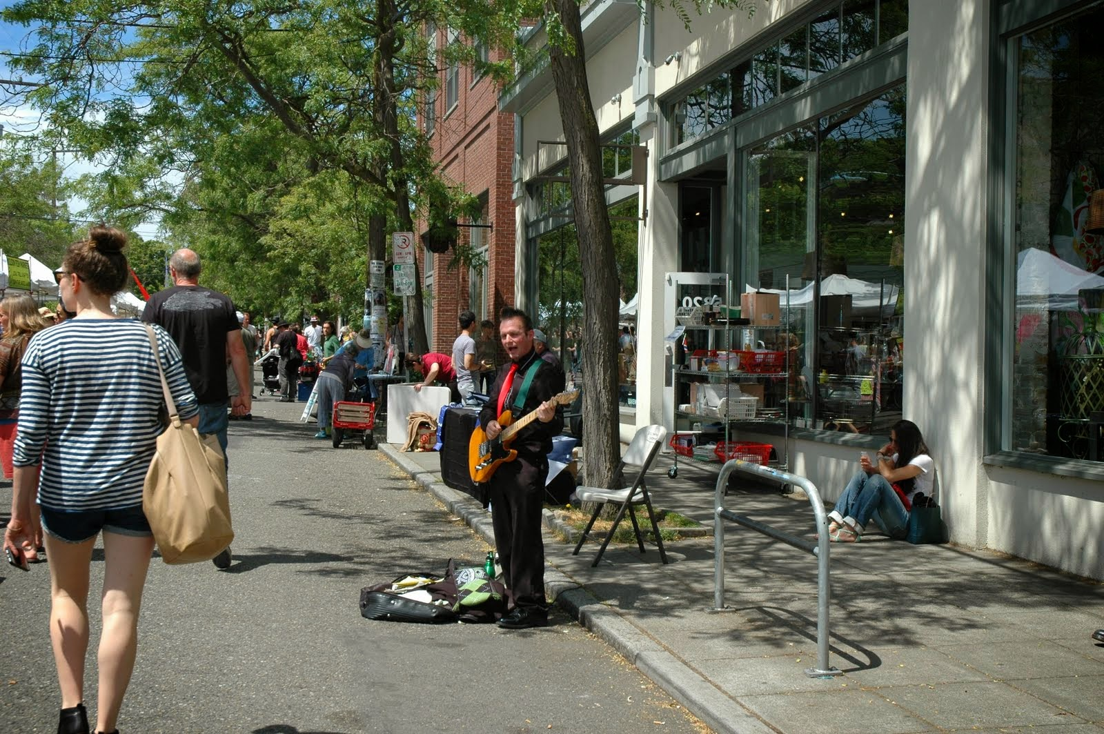 Buskers line the streets and provide background music for focused shoppers. Those with extra time linger to enjoy the performances.