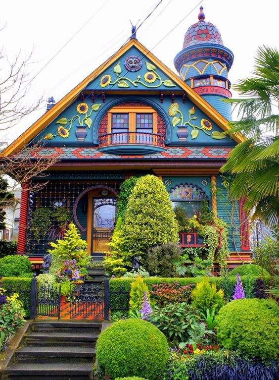 The victorian house real estate galsreal estate gals for Queen anne victorian house